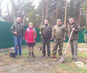 Працівники Лебединського лісництва заклали молодий сад